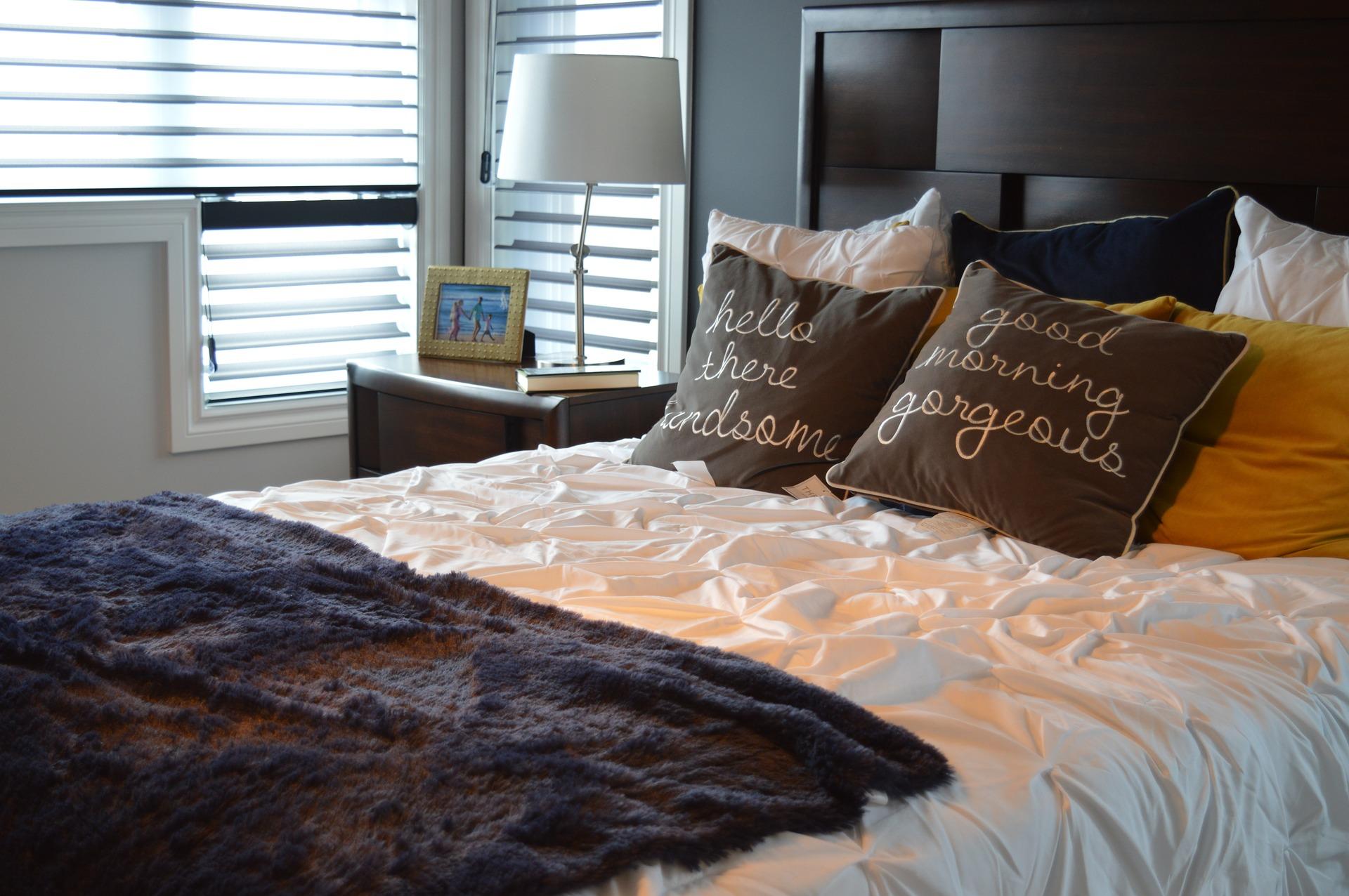 interioristas-decoracion-mesa-dormitorio-interiorismo-emociones-salud-vida-saludable-valencia